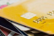 Украинцы выбирают cashless: НБУ назвал количество карт в стране