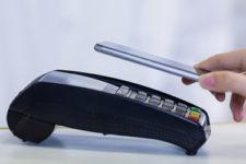 Оплата смартфоном: украинцы отказываются от банковских карт