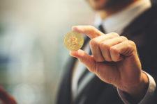 «США — банкрот»: известный экономист призвал покупать биткоин и золото