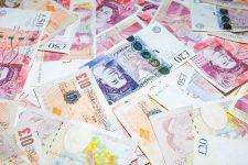 Британцы требуют вернуть им доступ к наличным деньгам