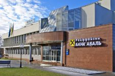 Сотрудников двух украинских банков обвинили в злоупотреблениях