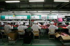 Сотни школьников были незаконно привлечены к сборке продукции Amazon