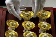 Китай ограничил импорт золота из-за торговой войны с США