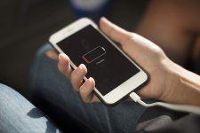 Одна из крупнейших стран мира обяжет Apple вернуть зарядники в комплекты смартфонов