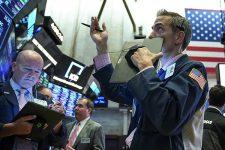 Торговая война Китая и США снова обвалила фондовые рынки