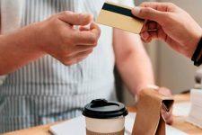 Как украинцы тратят деньги за рубежом: статистика безналичных платежей