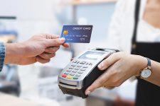 Британцы не готовы отказаться от банковских карт