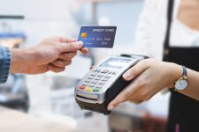 Платим без пин-кода: обзор лимитов на бесконтактные платежи в мире