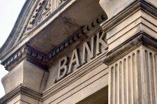 Украинские банки продолжают закрывать отделения: на сколько сократились сети