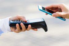 Розничные торговцы Великобритании подписывают соглашение о продолжении приема наличных денег