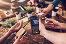 Как украинцы используют платежные карты — отчет UPC