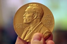 Нобелевские лауреаты 2019: за что вручили премию по экономике