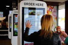 Терминалы самообслуживания в McDonald's оказались неэффективными