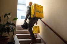 Службы доставки Glovo и Uber Eats начали работать в еще двух городах Украины