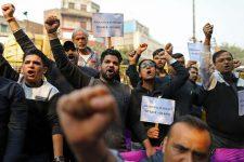 70 млн индийских предпринимателей протестуют против Amazon и Walmart