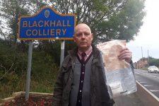 """Жителям британской деревни годами подбрасывали деньги: полиция назвала """"виновников"""""""
