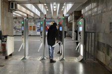От банковской карты до QR-билета: турникеты в метро Киева будут принимать 7 средств оплаты