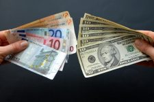 В Украине раскрыли схему теневого обращения валюты на сотни миллионов гривен
