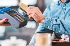 Почти треть украинцев не используют банковские карты — представитель Ощадбанка