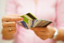Как украинцы платили картами в марте: статистика UPC