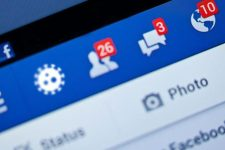 Facebook снимет запрет на политическую рекламу