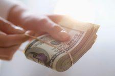 В марте НБУ зафиксировал рекордный объем продаж валюты на внутреннем рынке