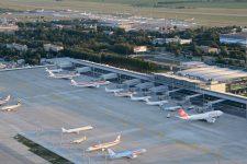 В украинских аэропортах будут тестировать на наличие коронавируса: названы сроки запуска
