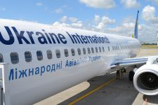 Крупнейшая авиакомпания Украины запускает рекламу на своих самолетах: названы цены
