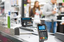 Услуга снятия наличных на кассе станет доступна в крупных супермаркетах: названа дата запуска