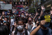 Facebook, Google и Telegram приостановили сотрудничество с полицией Гонконга: что происходит