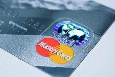 Mastercard запускает ИИ-решения, способные помочь банкам сократить убытки