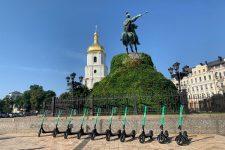 Известный сервис такси запустил прокат электросамокатов в Киеве: условия и тарифы