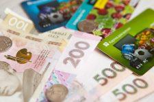 Общая сумма операций с платежными картами в Украине приближается к 2 трлн грн