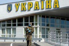 Запрет снят: иностранцев вновь пускают в Украину с парой требований