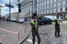 Неизвестный мужчина угрожает взорвать отделение киевского банка (обновлено)