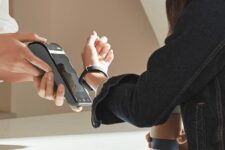 Кожна друга безготівкова оплата в Україні – з NFC  або онлайн