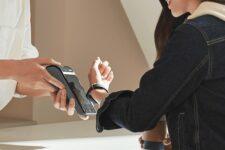 Клиенты Укргазбанка смогут бесконтактно оплачивать покупки фитнес-браслетом Mi Smart Band 4 NFC