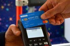 У тролейбусах Чернівців тепер можна розрахуватися безконтактною карткою