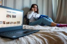 """Компанії більш скептично сприймають """"remote work"""", ніж співробітники"""