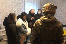 Фиктивный э-коммерс: мошенница обманула сотни украинцев на продаже несуществующей одежды