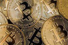Доллар и биткоин будут бороться за звание главной мировой резервной валюты — мнение