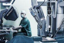 Робот Da Vinci впервые прооперировал ребенка в Украине