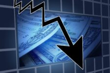Авантюрные спекуляции, рисковое кредитование, отсутствие регуляции: почему в мире вспыхивают финансовые кризисы