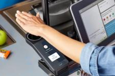 Amazon запускає технологію оплати за відбитком долоні у великій мережі супермаркетів