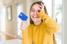 Безналичное детство: где и как оформить детскую платежную карту в Украине