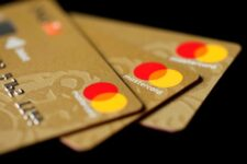 Американские банки ожидают восстановления доходов по кредитным картам после пандемии