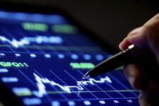 Украинские пенсионные фонды покупают акции Apple и Tesla