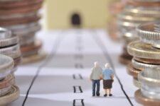 Пенсионный фонд Украины испытывает серьезный дефицит: названа сумма