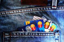 Гигантские бонусы и всеохватывающий тревел-сервис: какие преимущества получают владельцы элитных банковских карт