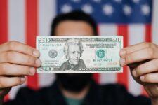Чому долар може втратити статус світової резервної валюти і на що це вплине
